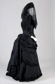 This particularly striking 1880s mourning ensemble is owned by Evan Michaelson of Obscura Antiques and Oddities. She loaned it to the wonderful 2008 exhibit at the FIT on gothic fashions called Dark Glamour. If you couldn't make it to the exhibit, buy the catalogue! It's glorious.