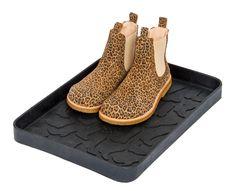 Tray Footwear Design 28 x 38 cm. Smart storage for boots and shoes.  Perfect for the small hallway or the summerhouse. http://tica-copenhagen.dk/index.php/shop/skobakker/skobakke-sko-sort-28x38cm.html