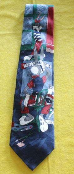 A beautiful tie issued in 1992 by Leeds International. Bugs Bunny tries to paint his muse Honey Bunny, however, it seems that he is having some problem...