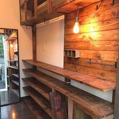 靴棚ディスプレイ/靴棚DIY/靴棚/ディアオールDIY/ディアウォール DIY/ディアウォール棚...などのインテリア実例 - 2017-12-15 11:59:46 | RoomClip(ルームクリップ) Wood Wallpaper, Wall Racks, How To Antique Wood, Room Inspiration, Coffee Shop, Entryway Tables, Diy Home Decor, Shelves, Interior Design