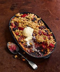 Apple and blackberry frangipane crumble A classic british pudding with a hidden frangipane twist. Serve this autumnal recipe with a scoop of ice cream for an instant crowd pleaser. British Desserts, Desserts For A Crowd, Party Desserts, Delicious Desserts, Yummy Food, Hot Desserts, Holiday Desserts, British Pudding, Bon Appetit