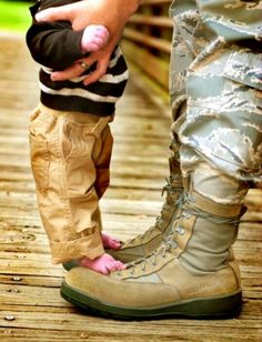 Military Dad #Newborn #Army #Photography Ideas