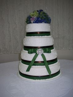 wedding cake with broach