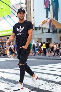 02 sporty look with black ripped jeans, a black tee and white trainers - Styleoholic Fashion Male, Mens Fashion Blog, Sport Fashion, Style Fashion, Fashion Clothes, Fashion Spring, Trendy Fashion, Fashion Ideas, Urban Fashion Men