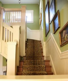 vignette design: Long Live Classic Decor: Leopard Prints Can't explain it, but the leopard print stair rug is calling to me. Staircase Carpet Runner, Stair Carpet, Wall Carpet, Warren House, Vignette Design, Beige Walls, Green Walls, Purple Walls, Elements Of Style