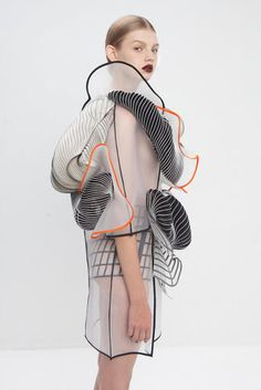 Sculptural Fashion // Israeli fashion designer Noa Raviv has integrated elements into ruffled garments influenced by distorted digital drawings. 3d Fashion, Fashion Details, Look Fashion, Ideias Fashion, High Fashion, Fashion Design, Fashion Trends, 3d Printed Fashion, Fashion Textiles