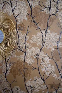 Les motifs d'arbres japonisants de ce papier peint habilleront vos murs et vous feront voyager sans bouger de chez vous. Salon Art Deco, Motifs, Home Improvement, Decorating Tips, Wall Papers, Walls, Art Deco
