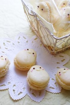 What a cute idea! Chick Macrons