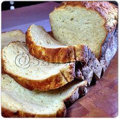 Pão sem glúten. A lista de ingredientes é longa, mas tudo muito acessível e prático. Vou experimentar, certamente.