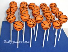 Basketball Shaped Cake Pops - Perfect for a Basketball themed birthday party or a March Madness Party Basketball Party, Basketball Cake Pops, Basketball Birthday Cakes, Football Cake Pops, Basketball Baby Shower, Basketball Decorations, Curry Basketball, Basketball Videos, Street Basketball