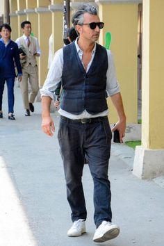 シャツ×ジレパンスタイル Old Man Fashion, Mens Fashion, Custom Clothes, Gentleman, Parachute Pants, How To Look Better, Street Wear, Dads, Dressing