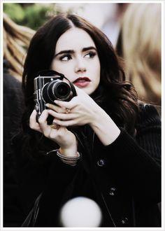 La vie en rose: Mirror mirror's Lily Collins masters Parisian casual chic as she…