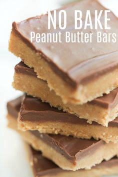Easy No Bake Peanut Butter Bars Recipe Six Sisters Stuff I love a good fast recipe that is pretty much failproof and turns out perfectly every time Its rare to come by b. Mini Desserts, No Bake Desserts, Just Desserts, Delicious Desserts, Yummy Food, Healthy Food, Tasty, Summer Desserts, Sweet Desserts