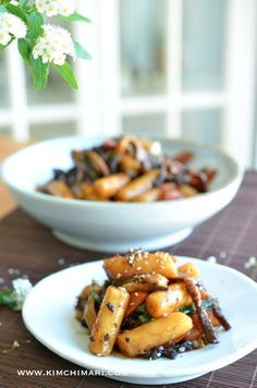 Gungjung Tteokbokki is tteokbokki that was served in the royal palace. It is made with beef, vegetables and rice cake in sweet soy sauce that is similar to Bulgogi seasoning.