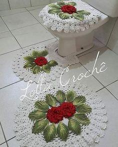 Esse lindão é o mais pedido até hoje! Também né, é muita elegância! . . . . . . #crochet #crochedalolla #croche #crocheting #crochetando #fazendoarte #tapetes #tapetesdecroche #handmade #feitoamao #artesanato #decoracao #artesmanuais #crocheted #boatardinha #boatarde #rug #crochetrug #örgüevimm #banheirodecorado #casadecorada #örgü #floresdecroche #lardocelar #boanoite