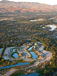 ariel view of Boise......GORGEOUS..........we LIVE right by the river...........