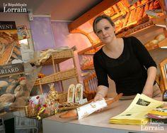 Céline Kohler, gérante de la boulangerie-épicerie : «  En été ça va, on a trois mois où ça tourne. Mais pendant la période hivernale, c'est très dur. »  Photo Raphaële GIGOT
