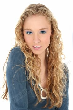 Jerry Curly Blonde Hair Extensions - These loose Curly Blonde Hair Extensions are made from human hair, textured to have a curl pattern. Curls For Long Hair, Long Natural Hair, Girl Short Hair, Long Curly, Hair Styles 2014, Medium Hair Styles, Curly Hair Styles, Natural Hair Styles, Mens Short Curly Hairstyles