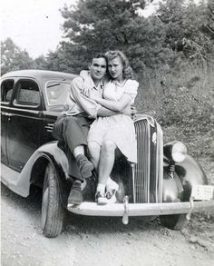 Photography black and white vintage photographs 35 Ideas Vintage Romance, Vintage Love, Vintage Beauty, Vintage Black, Vintage Cars, Vintage Pictures, Old Pictures, Vintage Images, Old Photos