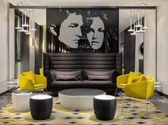 H10 Port Vell. Diese Hotelgestaltung mussten wir uns unbedingt live ansehen http://www.malerische-wohnideen.de/blog/besonderes-hotel-design-schwarz-weiss-senfgelb-hotelmanager-empfing-uns-mit-offenen-armen.html