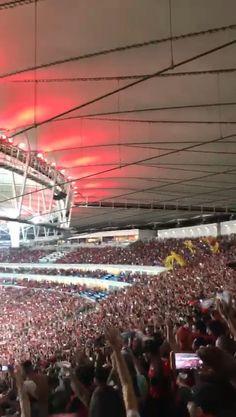 Vivento a emoção de um maracanã lotado,na vitória do mengão(3 x 1) frente a U. católica!!!