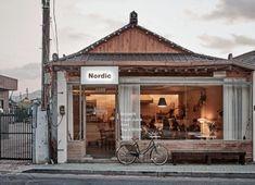 Interior Design For Living Room Cafe Bar, Cafe Restaurant, Modern Restaurant, Restaurant Interior Design, Cafe Shop Design, Cafe Interior Design, Store Design, Cozy Coffee Shop, Coffee Store
