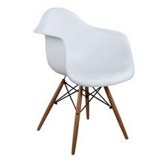 Πολυθρόνα από ματ polypropylene σε λευκό χρώμα. Ταιριάζει με όλα σχεδόν τα στυλ και είναι μια καρέκλα σταθμός στην ιστορία του design. Το καθημερινό