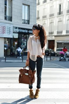 Top Sarah Wayne, Bag Mulberry, Jean Lee, Sneakers Isabel Marant