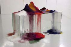 Julie Legrand, Rose, 2013. Miroir, fil à coudre. 190cm x 90cm x 90cm. Centre culturel Saint-Exupéry, Reims