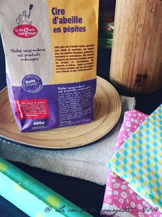 Homemade beeswax food film {Bee's wax wrap} - Make your food film with beeswax - Bees Wax Wraps, Bees Wrap, Food Film, Couture Sewing, Easy Gifts, Wedding Blog, Diy And Crafts, Gift Wrapping, Homemade