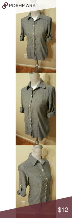 Converse One Star Top This is a super sweet button down top by Converse One Star, you can cuff up the sleeves or let them down and button them. Like new condition. Converse Tops Button Down Shirts