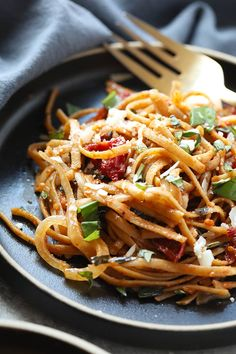 Frugal Food Items - How To Prepare Dinner And Luxuriate In Delightful Meals Without Having Shelling Out A Fortune Treat Yourself To This Vegetarian Whole Wheat Sun Dried Tomato Basil Pasta. Its Light, Fresh, And Only Require A Few Simple Ingredients Pasta Recipes, Real Food Recipes, Vegetarian Recipes, Healthy Recipes, Superfood Recipes, Vegetarian Options, Bean Recipes, Veggie Recipes, Dinner Recipes