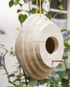 Make a wooden birdhouse