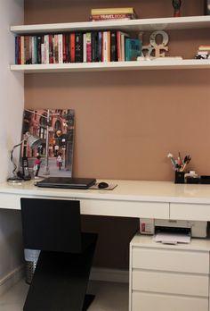 REFORMA BEM-VINDA Home Office Bedroom, Home Desk, Home Office Decor, Sweet Home, Mini Office, Interior Decorating, Interior Design, Office Workspace, Creative Home