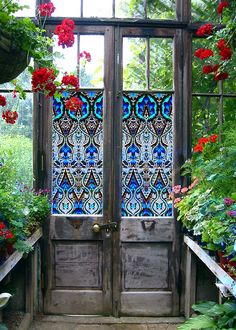 Beautiful leaded glass door - i think it's probably painted on the glass... looks nice.