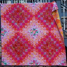 Threadbias: Kaffe Fassett Blush Quilt by Caribousmom Quilting Projects, Sewing Projects, Triangle Quilt Pattern, Postage Stamp Quilt, Bargello Quilts, Straight Line Quilting, Colorful Quilts, Strip Quilts, Traditional Quilts