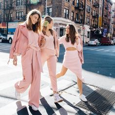 """3,493 Me gusta, 60 comentarios - Shopbop (@shopbop) en Instagram: """"It's Wednesday. We're wearing pink. Pure coincidence. Just one of the six key trends we're excited…"""""""