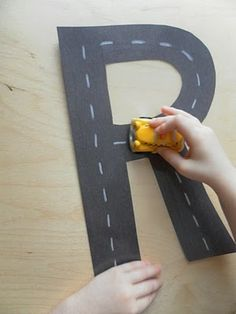innovative ways of learning numbers and letters Ways Of Learning, Preschool Learning, Toddler Preschool, In Kindergarten, Toddler Activities, Teaching Kids, Preschool Ideas, Teaching Letters, Preschool Letters