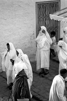 """tunisian women wearing """"sefseri"""" African Union, Photo Boards, Mediterranean Sea, North Africa, Alter, Places To See, Black Prom, Culture, Black And White"""