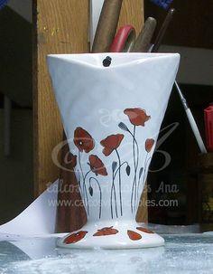 Calco vitrificable a dos colores de amapolas para chocolatero de cerámica.