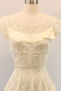 Lovely fitted 1950s princess wedding dress! Done entirely in white lace. With high seam under the bust, and vertical princess seaming down the waist
