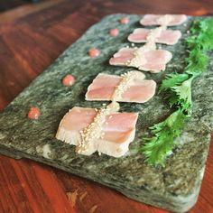 #maguro #tataki de atún con yuzu-kosho mizuna y neri UME de la #izakaya @hattorihanzo_madrid #japanesecuisine #instafood #Madrid #restaurantes #gastronomía #gourmet by rn_revista