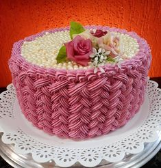 I'm in love with this basket weave! Cake Decorating Designs, Creative Cake Decorating, Cake Decorating Techniques, Creative Cakes, Cake Designs, Cupcakes, Cupcake Cakes, Basket Weave Cake, Birthday Cake With Flowers