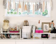 3 Good Clever Tips: Shabby Chic Vanity Art Deco shabby chic curtains bathroom.Shabby Chic Office Vintage Homes. Bureau Shabby Chic, Shabby Chic Design, Shabby Chic Office, Shabby Chic Kitchen, Vintage Shabby Chic, Shabby Chic Homes, Shabby Chic Decor, Office Chic, French Vintage