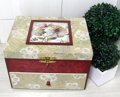 ---- Caixa de MDF com pintura e decoupagem.---- Fazemos em outras cores e modelos. Peças integrantes estão sujeitas à disponibilidade. Como é um produto artesanal, podem haver pequenas diferenças entre uma produção e outra. R$ 84,63