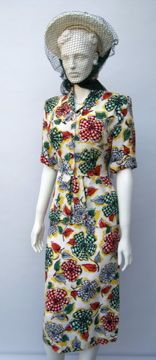 FC0480 Suit, rayon blend printed with bows, English, labelled CC41, c. 1947-49