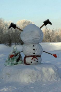 Predictable snowman for Christmas time? Not on my front lawn! I& make this one instead of the right-side-up version. Christmas Humor, All Things Christmas, Christmas Crafts, Christmas Decorations, Snow Crafts, Christmas Ideas, Winter Fun, Winter Christmas, Christmas Holidays