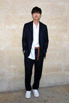 Gong Yoo attends the Louis Vuitton Menswear Spring/Summer 2018 show as part of Paris Fashion Week on June 22 2017 in Paris France Gong Yoo, Gong Hyo Jin, Jae Yoon, Lee Min Jung, Fashion Show, Mens Fashion, Paris Fashion, Paris Shows, Cannes Film Festival