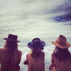 Friends in hats // like old times with Lainy and kath