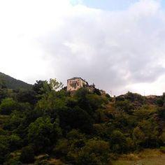 Surri des del cap del poble ❤  #surri #pirineu #pirineulleida #pallars #pallarssobira #lleida #riberadecardos #pyrenees #hotel #hotelmuntanya #hotelpirineu #hotelmontaña #hotelcardos #valldecardos #vallcardos #views #catalunya #cataluña #pobledecatalunya #lerida #mountains